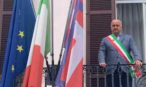 Gozzano sindaco bandiere
