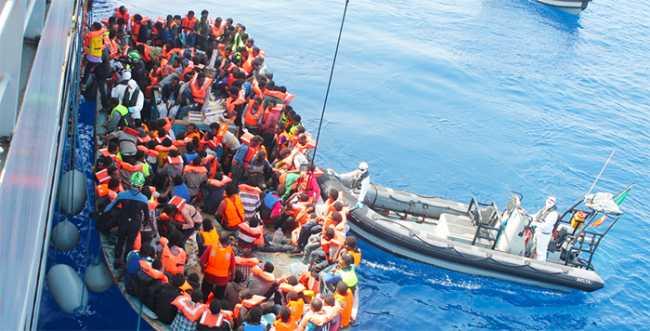 migranti barca mare