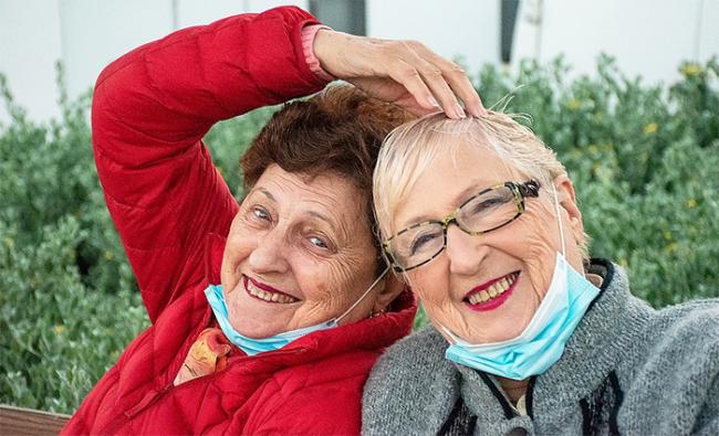 sorelle anziane covid mascherine