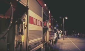 vigili fuoco notte camion passeggiata